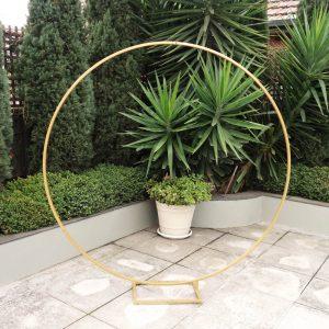 Gold round wedding arbour 01