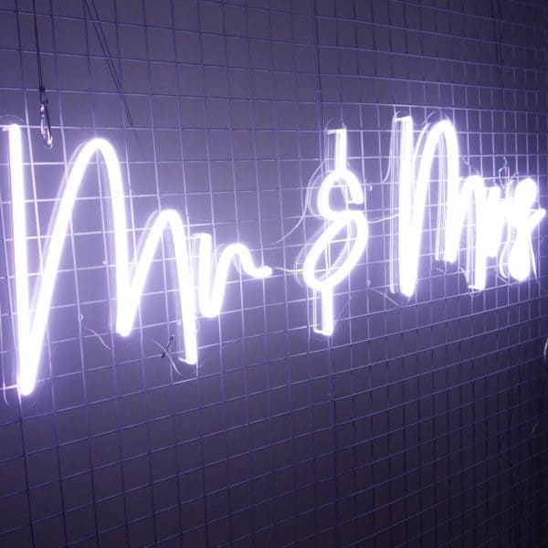 Mr and Mrs Sign 03